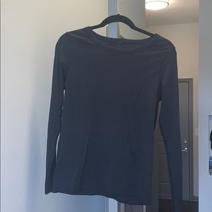Black lulu relaxed swiftly LS top